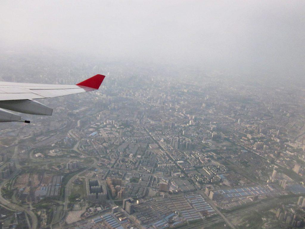 Flugzeugtraägerfläche beim Anflug auf den Pekinger FLughafen, www.diefernwehfamilie.de